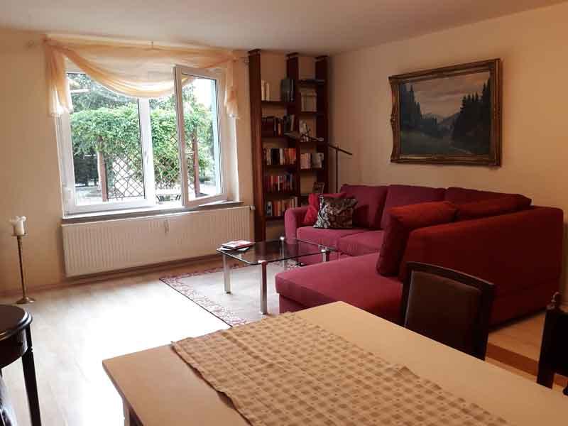 Wohnzimmer mit Schlafsofa der Villa Faltenfrei Radebeul