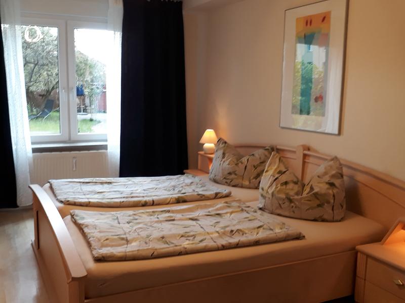 Schlafzimmer in der Ferienwohnung der Villa Faltenfrei Radebeul